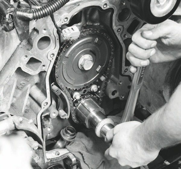 """Next, the crankshaft is rotated until indicator marks on the cam gear and crankshaft sprocket are aligned. The cam gear's """"dot"""" goes to the bottom, with the crank sprocket's dot at the top. This indicates cylinder number-1 is at top dead center."""
