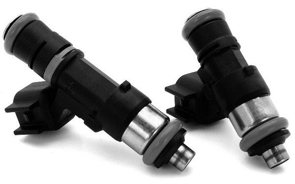 Fuel injectors may look similar from afar, but they come in various shapes, sizes, and spray patterns. Injectors must fit snugly into the intake manifold and fuel rail to prevent leaks. (Photo courtesy of Comp Cams)