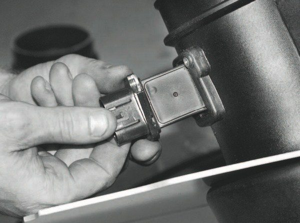 The factory mass airflow meter/ sensor assembly is used without modification on most Roots- and screw-type supercharger kits. Largerdiameter meters allow more air, but slightly diminish maximum boost. Changes to the meter's diameter or the sensor must be addressed in the controller's programming