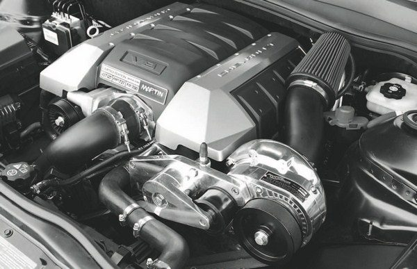 A ProCharger D-1SC blower and intercooler are used on the Martin SS 427, generating about 11 pounds of boost at the throttle body. A smaller pulley is used on the blower to generate more boost for the larger-displacement engine. The factory E38 controller is used with this engine combination and enables excellent drivability.