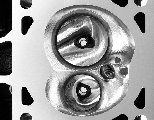 The extremely flat 12-degree valve angle of the LS7 heads yields very shallow combustion chambers for quick and efficient burning of the air/fuel mixture. Shallow chambers help maintain a more homogenized air/fuel mixture. (© GM Corp.)